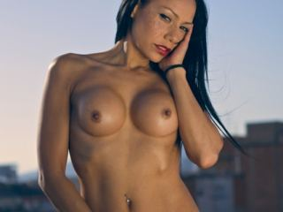 Lara Tinelli is online. Chat with her!