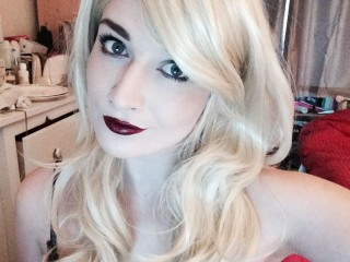 Watch LittleLoverLara cam