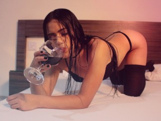 Watch AntoniaMartinez cam