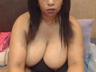 SEXYEBONYCURVY's Live Webcam