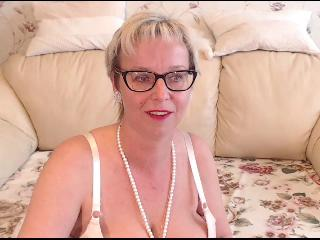 MilfyMommy46's Live Cam