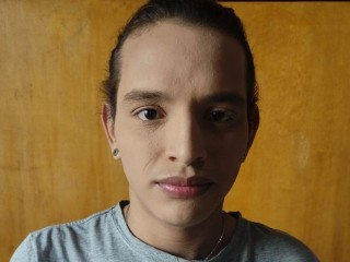 Indexed Webcam Grab of Dominic_hot_latina
