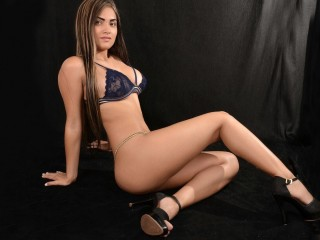 analuciasexi22 @ It's Live