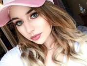 Kelly_KissesXXX